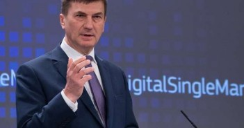 Andrus Ansip at the podium