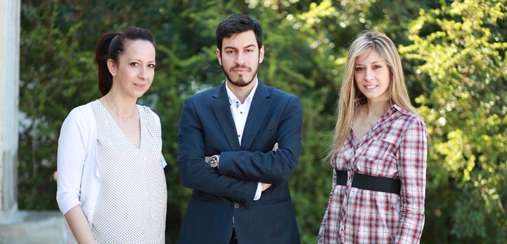 Η ομάδα Fresh Strips, αριστερά προς τα δεξιά: Φανή Τσιρώνη, Μάριος Χρυσολούρης, Μαριάννα Γιαννόγλου. Η ιδρυτική ομάδα της Fresh Strips στελεχώνεται από συμβούλους της Ernst & Young, διδακτορικούς ερευνητές στον τομέα της ασφάλειας τρόφιμου της Σχολής Χημικών Μηχανικών του ΕΜΠ και διδακτορικούς ερευνητές στον τομέα τον υγρών κρυστάλλων του Πολυτεχνείου του Αϊντχόβεν.