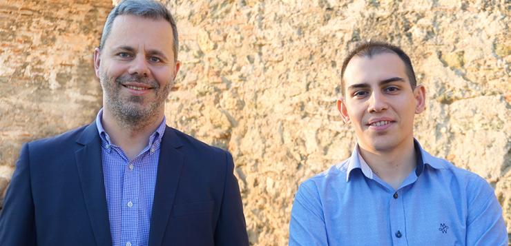 Η ομάδα QBRIQ αποτελείται από τους ιδρυτές Γιώργο Αβέρη, CTO (αριστερά), και Νίκο Μυλωνά, CMO (δεξιά), ενώ απασχολεί 2 επιπλέον συνεργάτες στους τομείς System Administration & Support και Πωλήσεις.